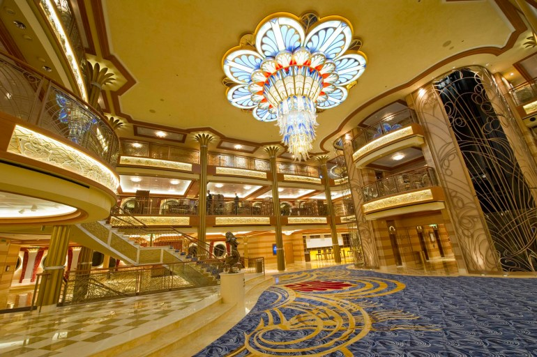 CHANDELIER IN THE ATRIUM LOBBY ON THE DISNEY DREAM